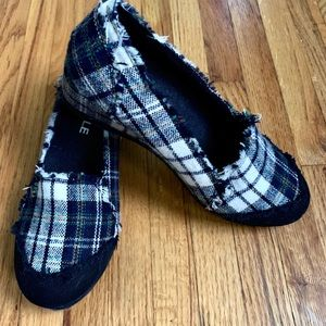 Shoes - Darling plaid wedge slip on's- NEW